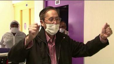 Photo of French coronavirus survivor thanks hospital staff