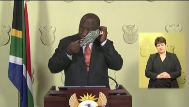 Photo of Ramaphosa suffers mask mishap as he announces easing of lockdown